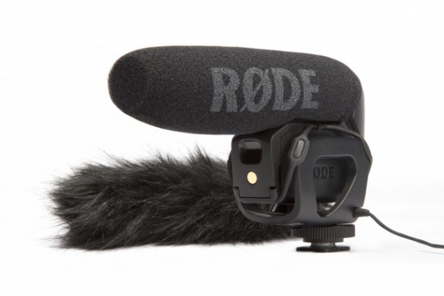 vmp withfurry 670x449 640x428 Giveaway. New RØDE Video Mic Pro Announced.