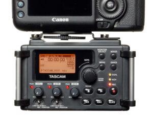 dr 60d w kamera 300x225 Tascam DR 60D   dedicated, lightweight DSLR audio recorder