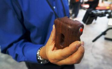 Movcam Wooden Handgrip with rec trigger - for Blackmagic Cinema Camera