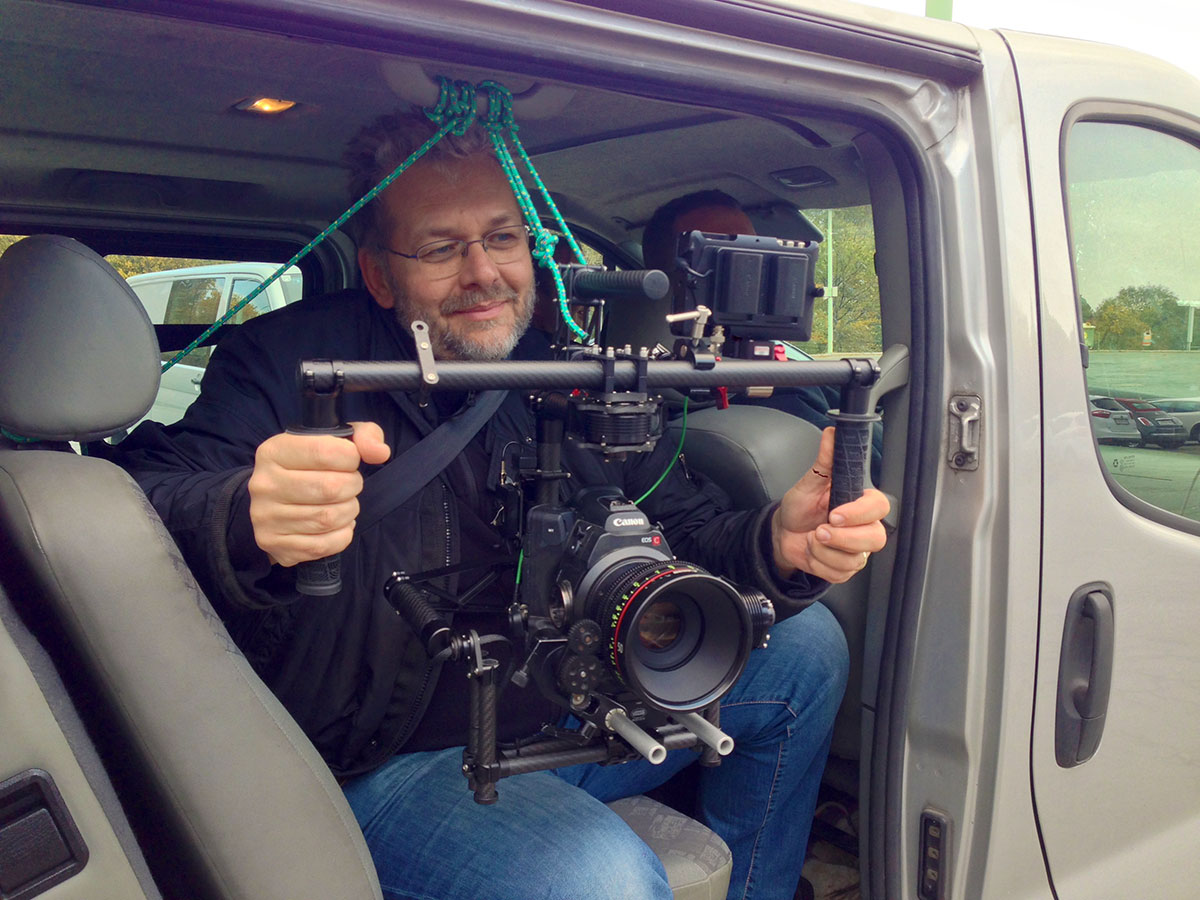 Alexander Boboschewski operating the MoVi from outside the car