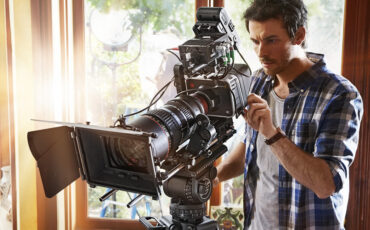 Blackmagic 4K camera price cut: $2999 / €2029