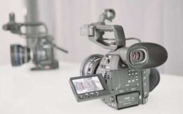 Canon C100 Mark II hands-on & side-by-side with Mark I