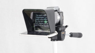 Parrot-Teleprompter-on-Tripod_0