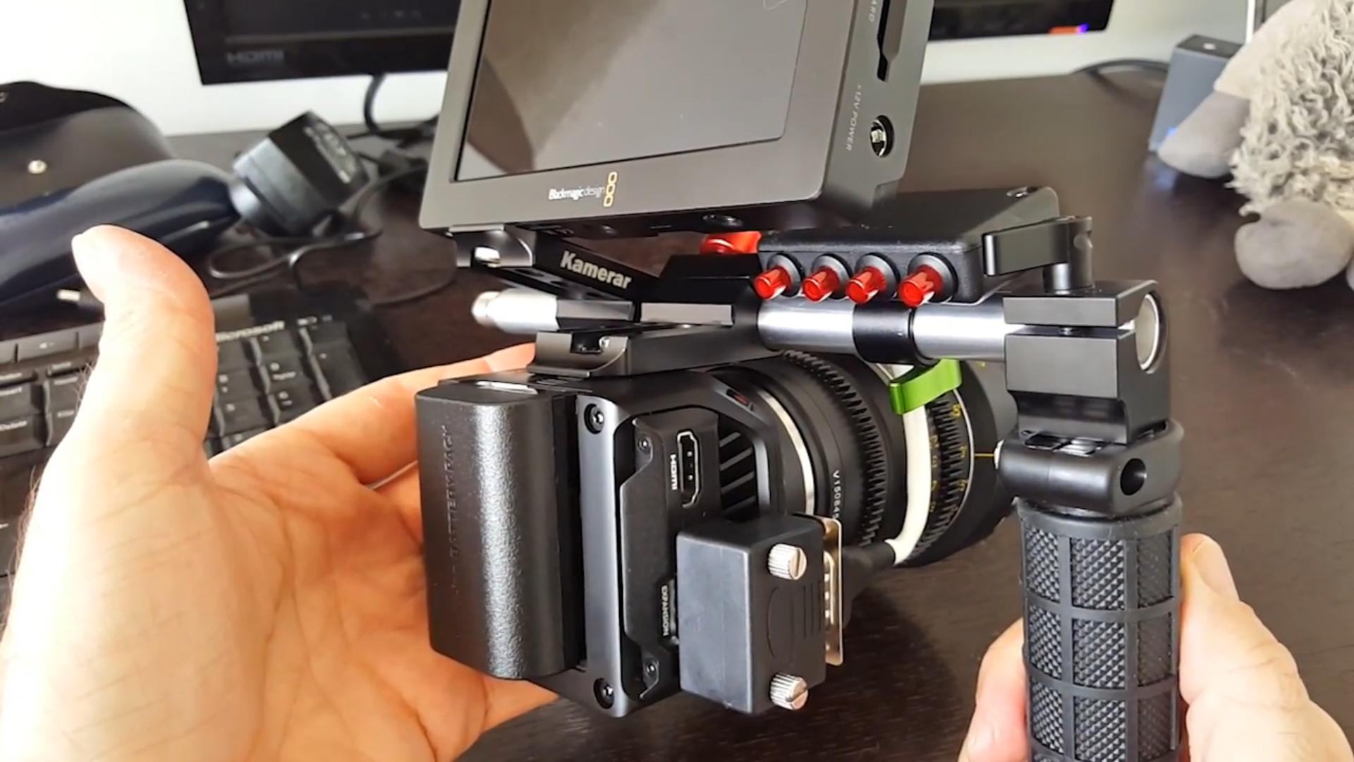 ブラックマジックデザインMicro Cinema Camera用リモコン — カメラ本体に取り付けて操作し易くするリモコン