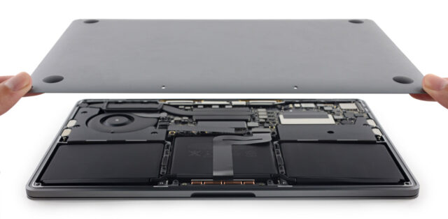 13-inch Macbook Pro 2015 opened up