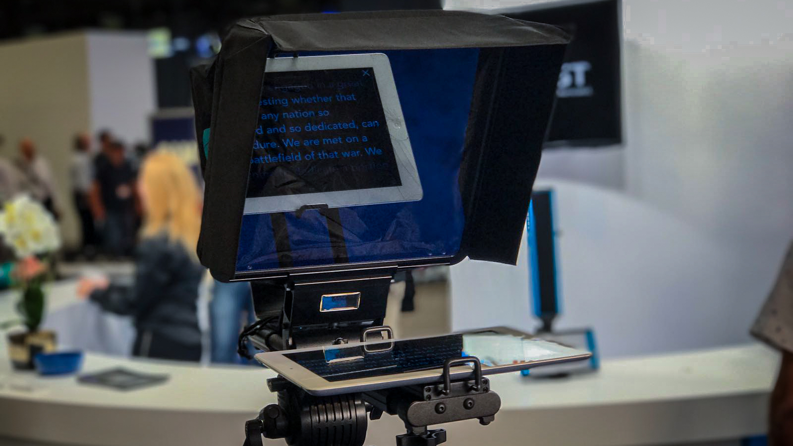 Dracast Magicue iPad Teleprompter with Voice-Recognition