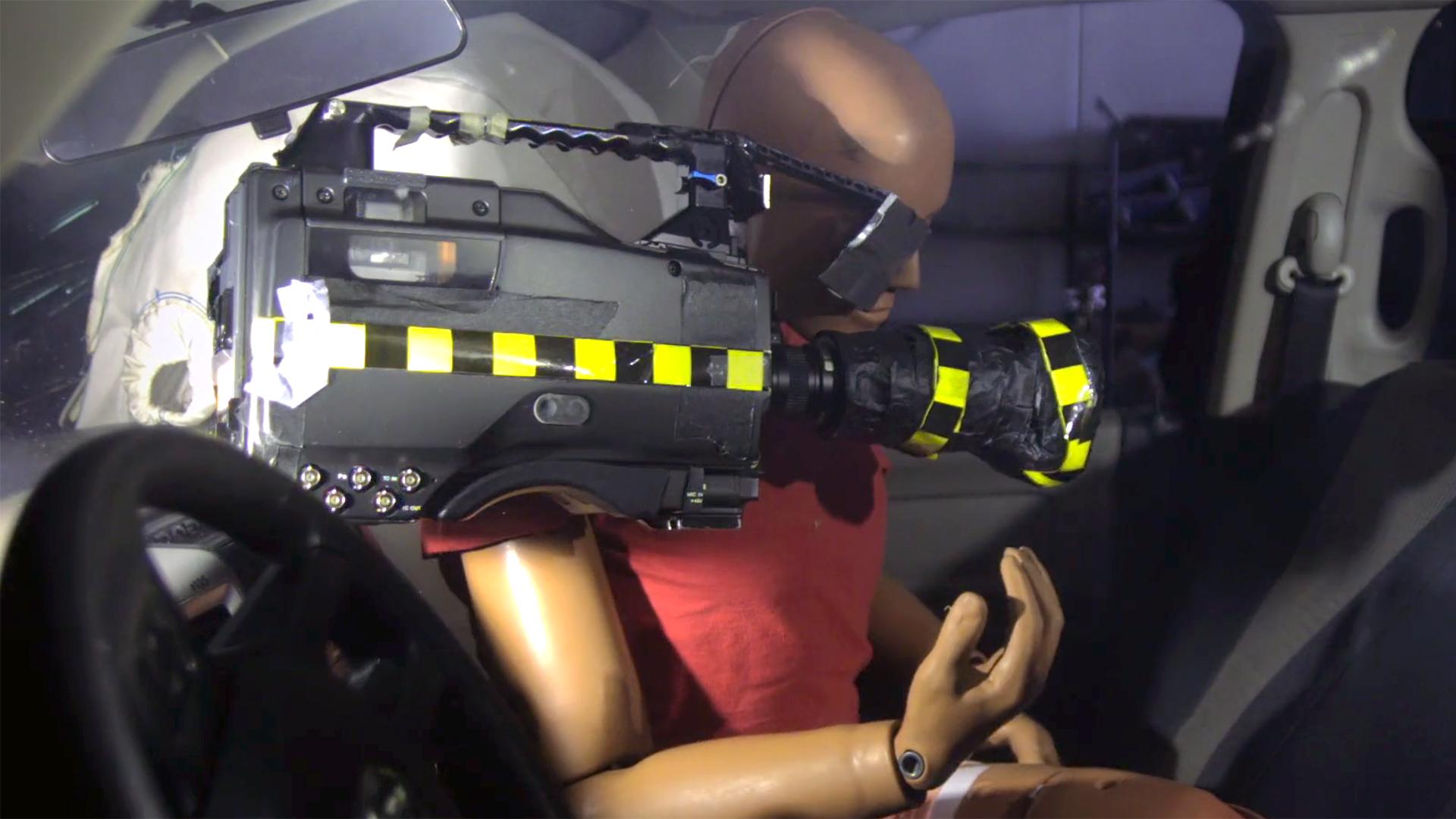 車内での撮影時、エアバッグが凶器に