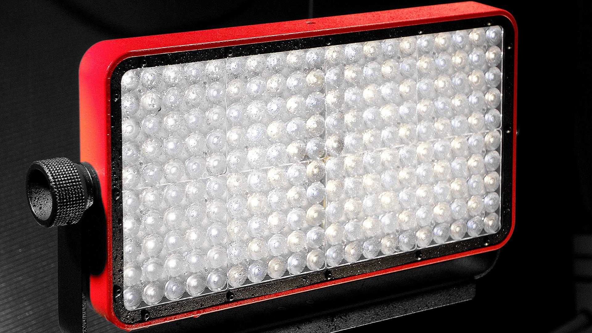 KinotehnikがPractilite 802 LEDライトを発表