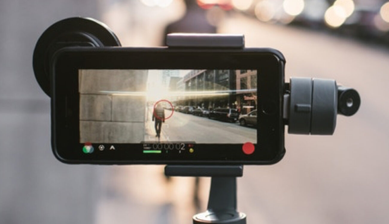 Moment Introduces an Anamorphic Lens For Premium Smartphones