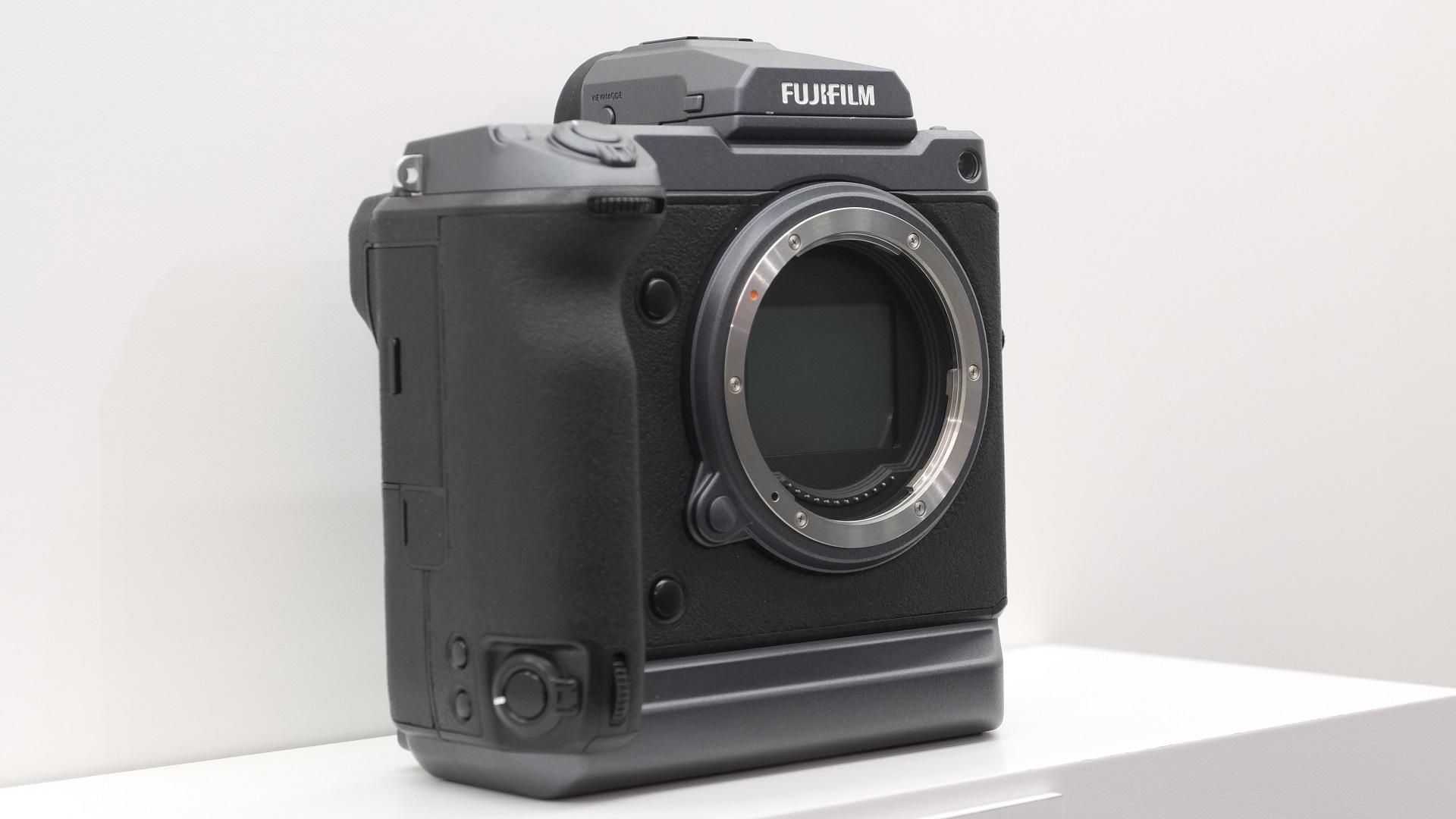 FUJIFILM GFX 100 - 4K, 10bit Medium Format Camera Concept
