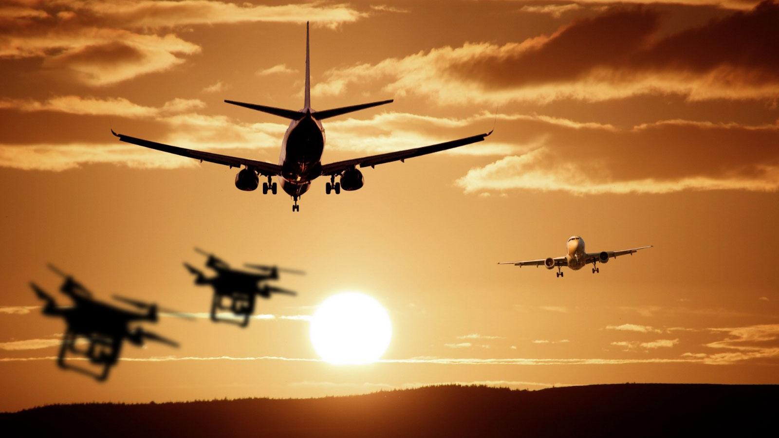 Avistamiento de drones causa el cierre total del aeropuerto de Gatwick, Reino Unido