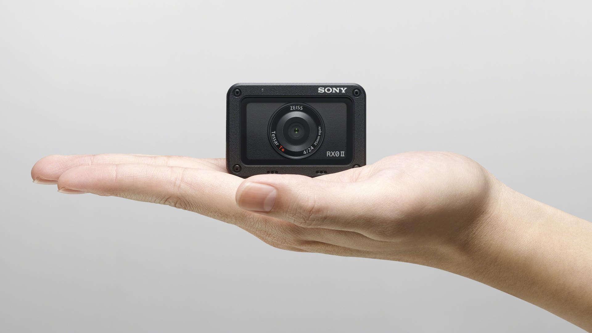 ソニーがRX0 IIを発表 - 内部4K記録、手振れ補正、フリップスクリーンを搭載