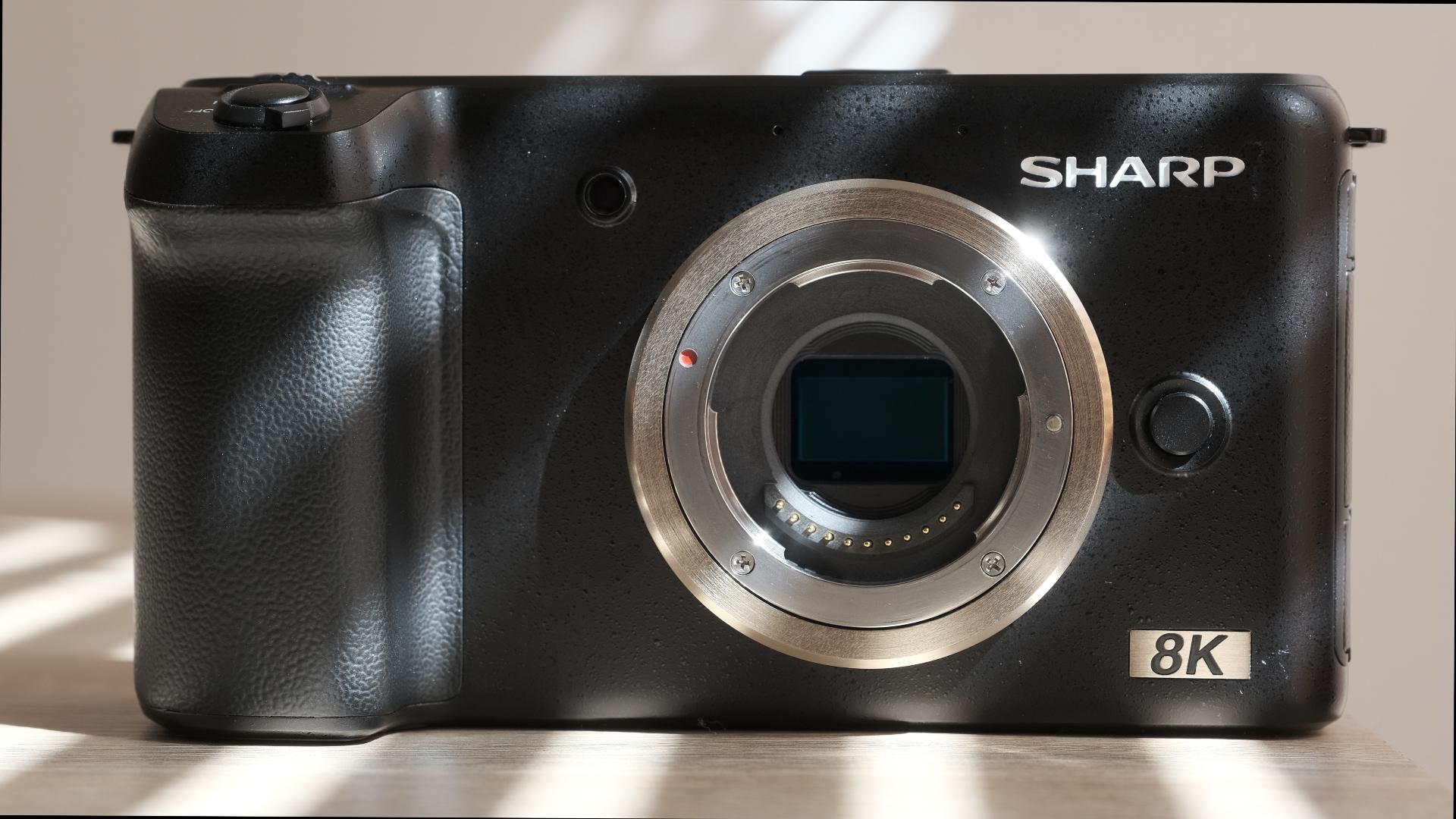 シャープが8K MFTカメラのプロトタイプを展示