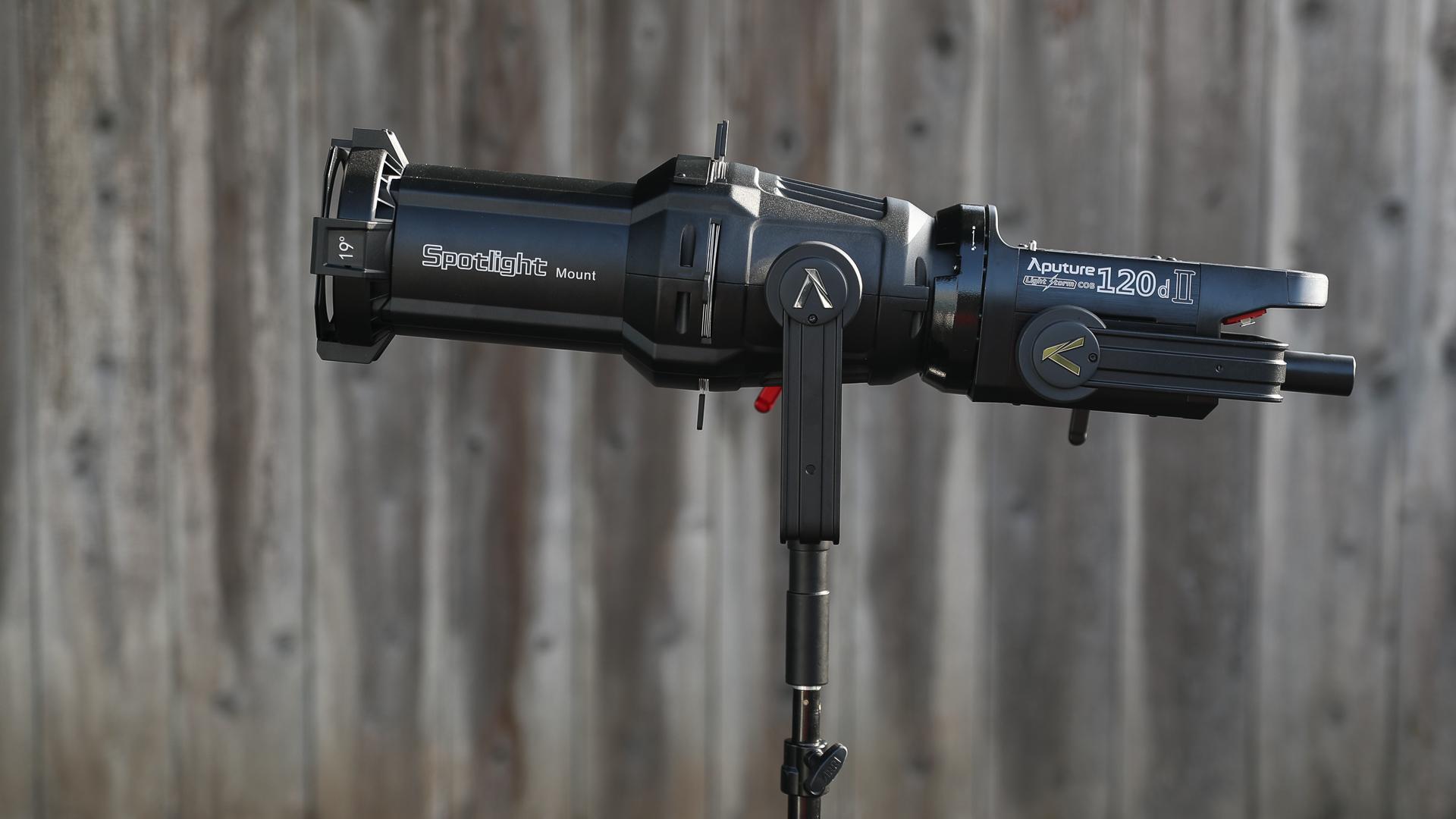 Reseña de la Aputure 120d MK II con el Spotlight Mount
