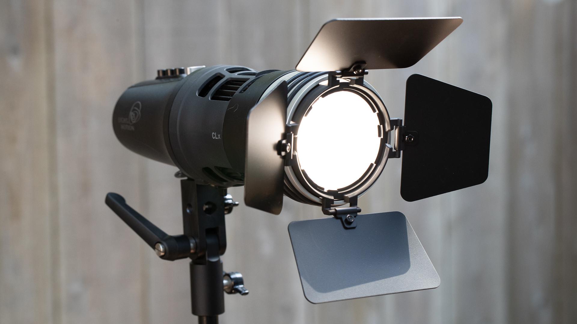 Reseña de la luz CLx10 de Light & Motion: un accesorio de alto rendimiento alimentado por una batería interna