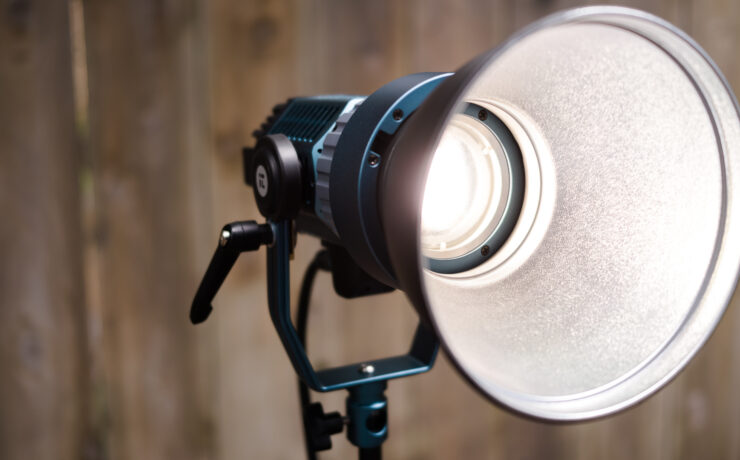 Intellytech Light Cannon X-100 Review - A Punchy and Portable Bi-Color LED Fresnel