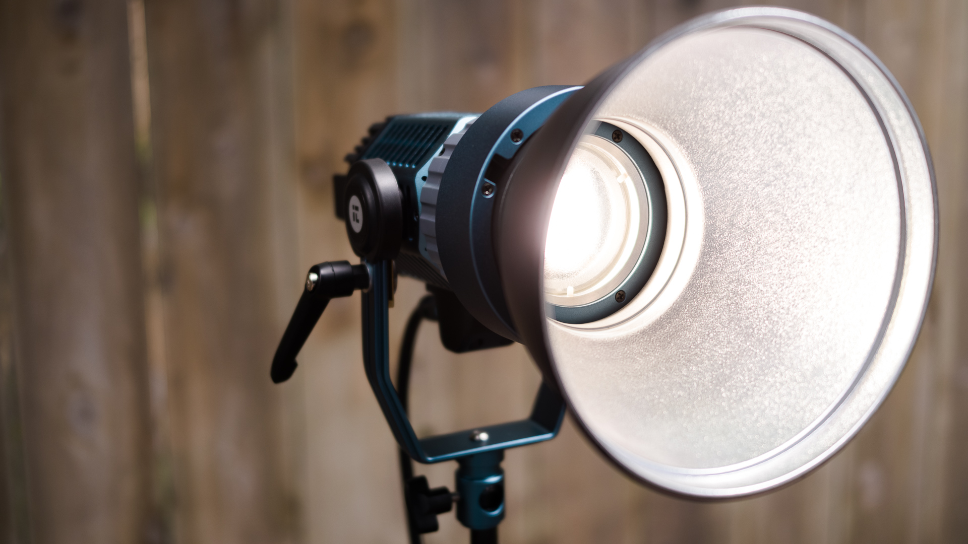 Reseña del Intellytech Light Cannon X-100: un Fresnel LED bicolor potente y portátil