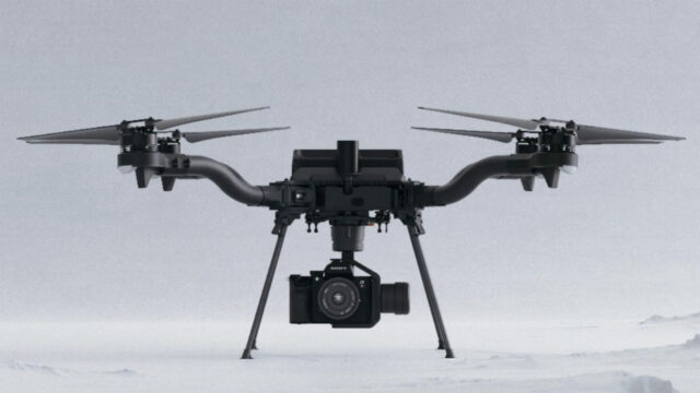 4 Rotors, 2 batteries, foldable, sturdy build. Image Credit: Freefly Systems