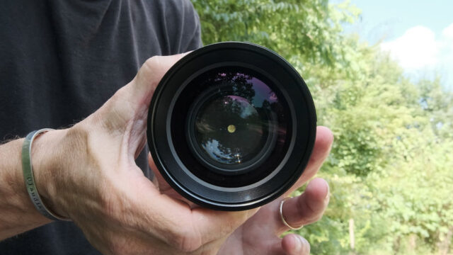 Lens will not close fully