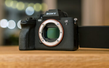"""Reseña de la Sony a7 IV - Una cámara mirrorless de """"nivel de entrada"""" bastante avanzada"""